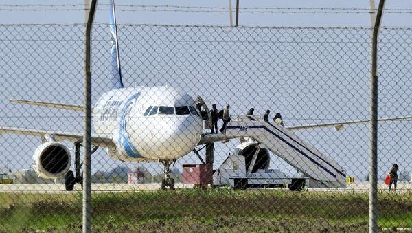 El avión de Egyptair Airbus A320, Chipre, el 29 de marzo de 2016 - Sputnik Mundo