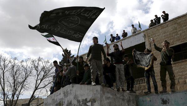 Militantes con banderas extremistas, Idlib, Siria (archivo) - Sputnik Mundo
