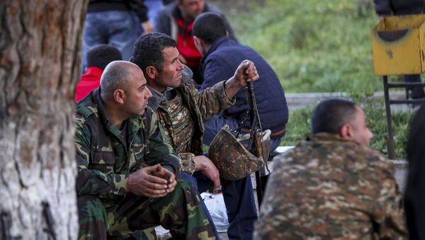 Voluntarios armenios en Nagorno Karabaj - Sputnik Mundo
