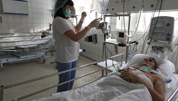 Un paciente en un hospital de Rusia - Sputnik Mundo