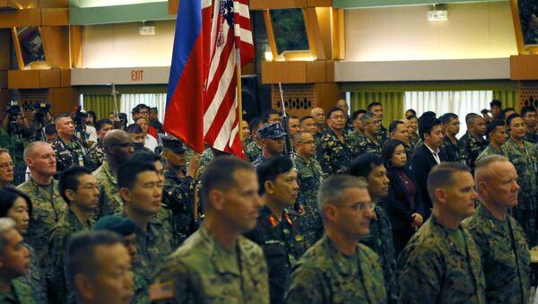 Militares filipinos y estadounidenses (archivo) - Sputnik Mundo