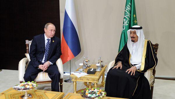 Vladímir Putin, presidente de Rusia, y Salmán bin Abdulaziz, rey de Arabia Saudí (archivo) - Sputnik Mundo