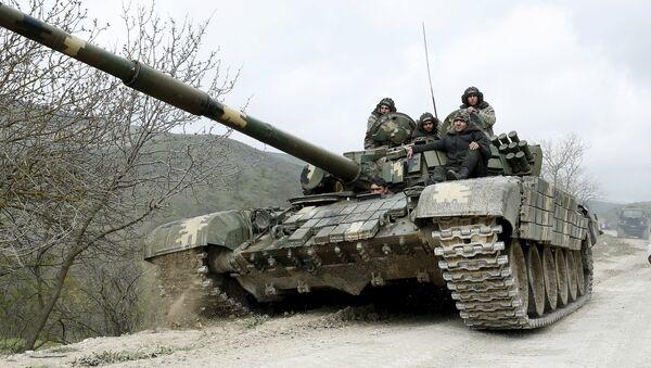 Un tanque de las autodefensas de Nagorno Karabaj - Sputnik Mundo