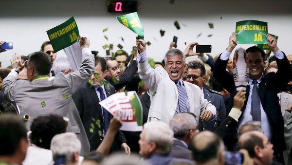 Comisión parlamentaria aprueba la continuidad del impeachment contra Dilma Rousseff - Sputnik Mundo