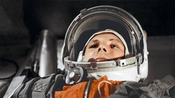 """Летчик-космонавт Юрий Гагарин в кабине космического корабля """"Восток"""" - Sputnik Mundo"""