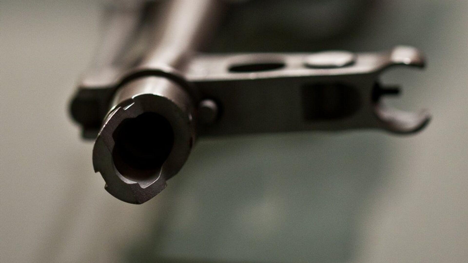 Un fusil Kalashnikov - Sputnik Mundo, 1920, 25.09.2021