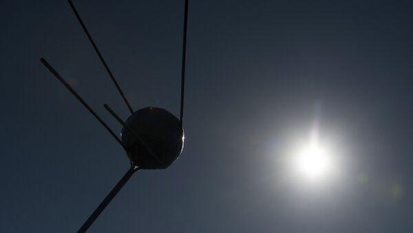 Modelo del satélite Sputnik 1 - Sputnik Mundo