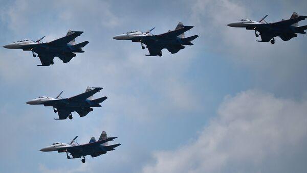 En la región de Moscú tomó lugar el ensayo del componente aéreo del Desfile de la Victoria. En el ensayo participaron alrededor de cien helicópteros y aviones - Sputnik Mundo