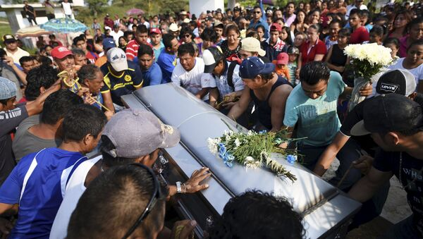 Imagen de un entierro en México - Sputnik Mundo