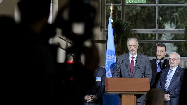 Jefe de la delegación del Gobierno sirio, Bashar Jaafari, habla durante las negociaciones en Ginebra (archivo) - Sputnik Mundo