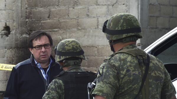 Tomás Zerón (izda.), jefe de la Agencia de Investigación Criminal federal - Sputnik Mundo