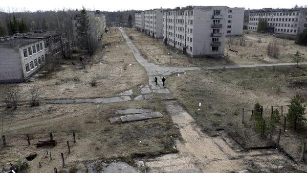 La vista de una ciudad abandonada en las cercanias de Skrunda, Letonia - Sputnik Mundo