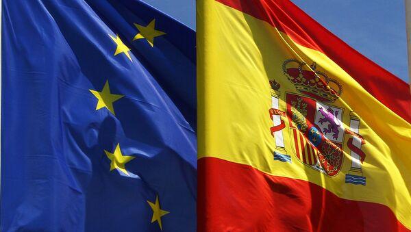 Banderas de la Unión Europea y de España - Sputnik Mundo