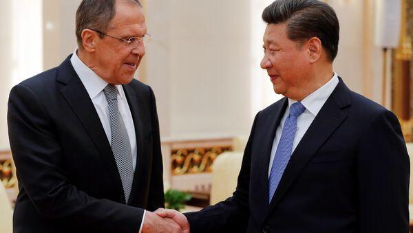 El canciller ruso Serguéi Lavrov y el presidente chino Xi Jinping - Sputnik Mundo