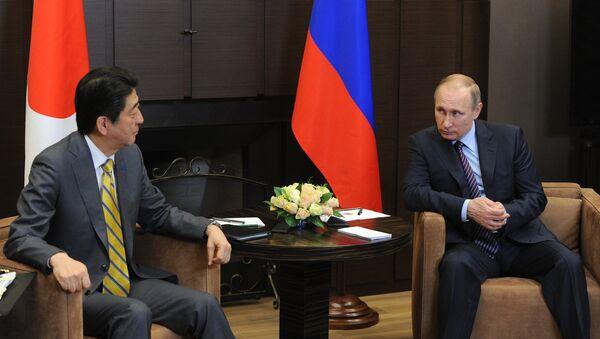 Encuentro del presidente de Rusia, Vladimir Purin, con el primer ministro de Japón, Shinzo Abe - Sputnik Mundo