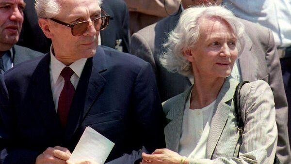 Erich Honecker, último líder de la República Democrática de Alemania, y su esposa, Margot Honecker (archivo) - Sputnik Mundo