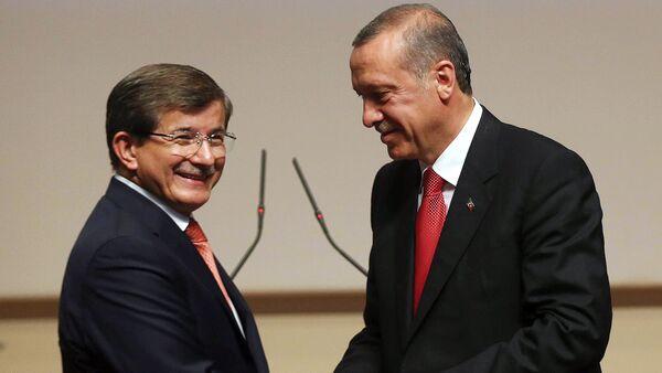 Ahmet Davutoglu y Tayyip Erdogan - Sputnik Mundo