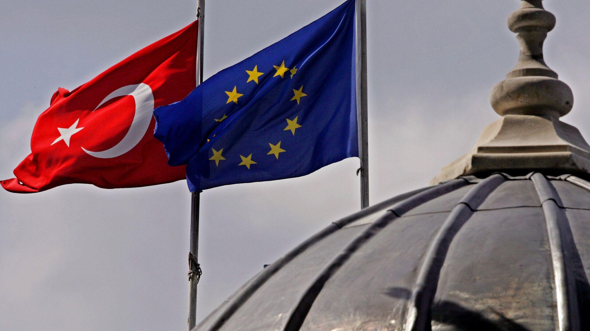 Banderas de la UE y Turquía en Estambul - Sputnik Mundo, 1920, 25.03.2021