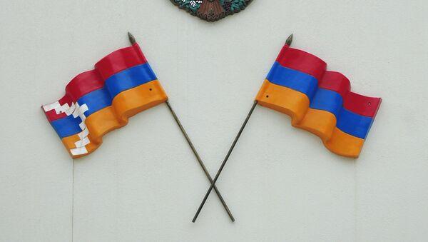 Banderas de Nagorno Karabaj y Armenia - Sputnik Mundo