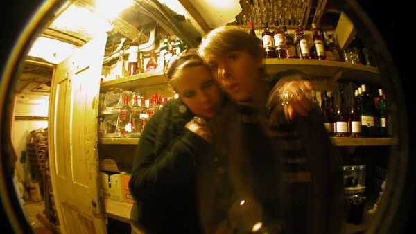 Adolescentes en un bar - Sputnik Mundo