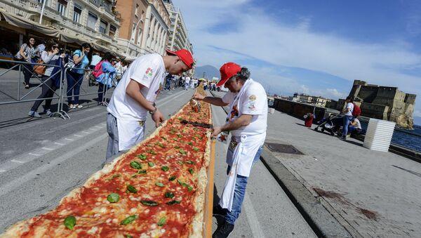 Pizza más larga del mundo - Sputnik Mundo