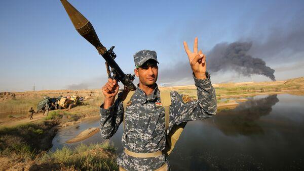 Militar iraquí durante la ofensiva para liberar la ciudad de Faluya - Sputnik Mundo