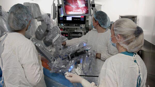El robot cirujano Da Vinci - Sputnik Mundo