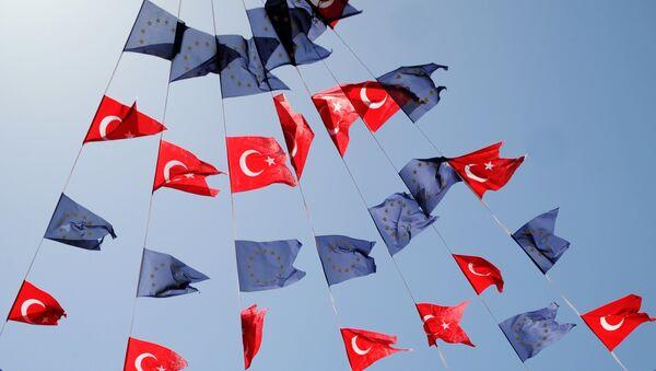 Banderas de UE y Turquía - Sputnik Mundo