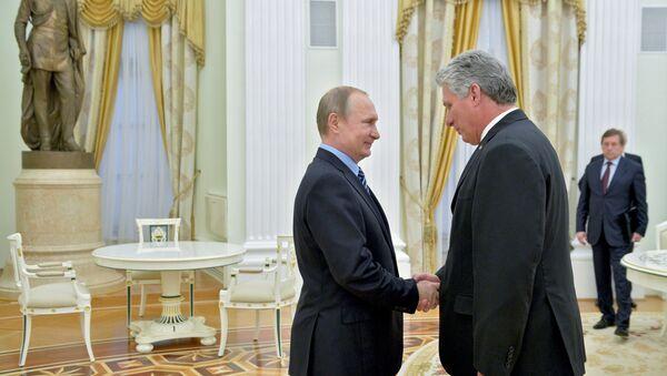 Presidente ruso, Vladímir Putin, y primer vicepresidente de los Consejos de Estado y de Ministros de Cuba, Miguel Díaz-Canel - Sputnik Mundo