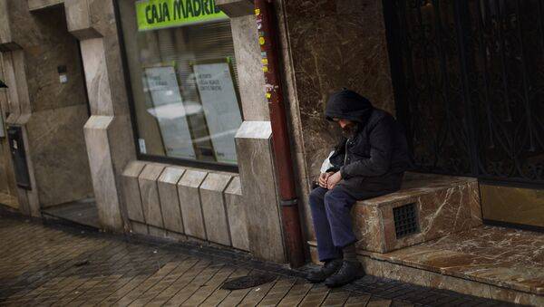 Una persona sin techo en Madrid - Sputnik Mundo