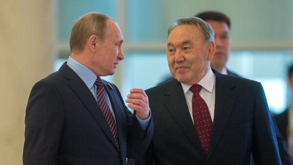 Presidente de Rusia, Vladímir Putin y presidente de Kazajistán, Nursultán Nazarbáyev - Sputnik Mundo