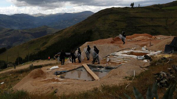 Campo ilegal de extracción de oro en Perú (imagen referencial) - Sputnik Mundo