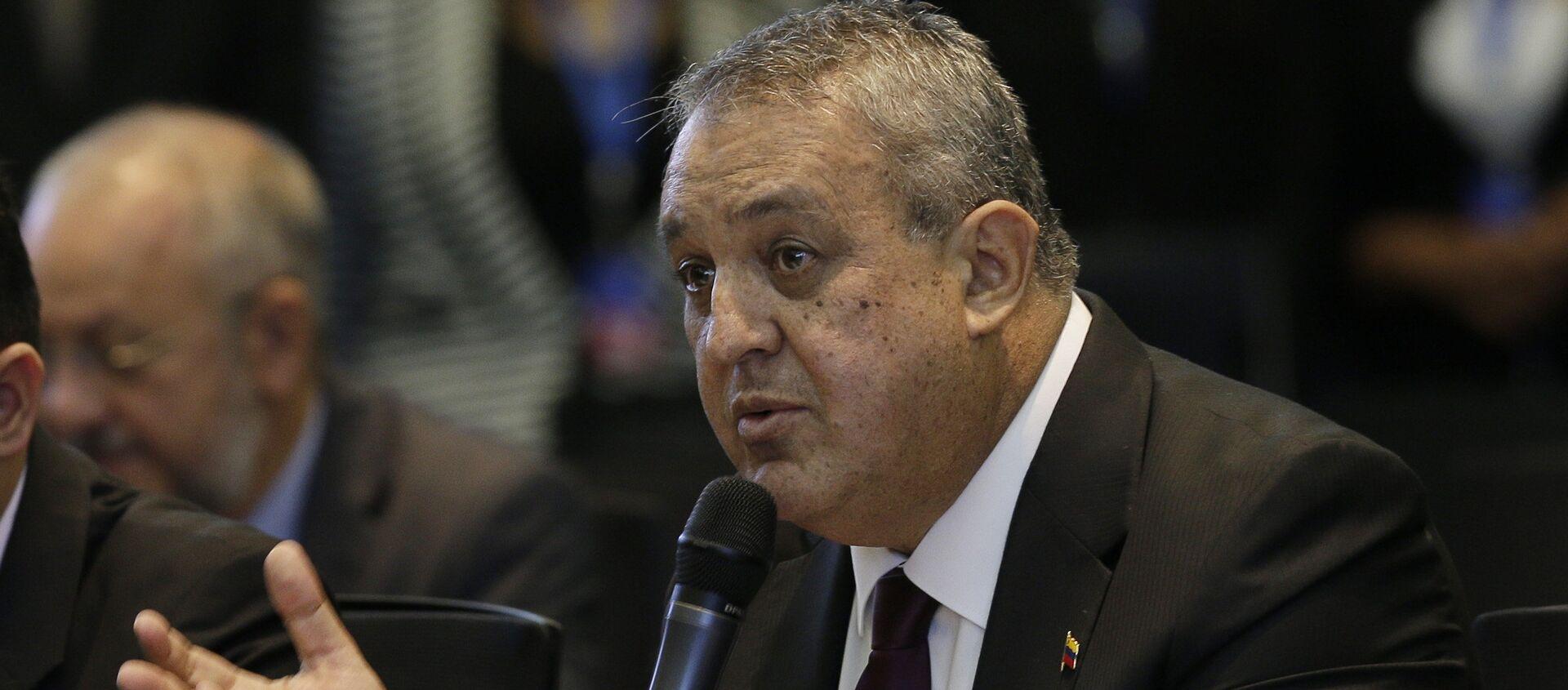 Venezuela's Oil Minister Eulogio del Pino adresses oil ministers and delegates from Colombia and Ecuador regarding the next OPEC meeting - Sputnik Mundo, 1920, 09.02.2021