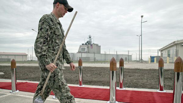 Un soldado estadounidense en la base Deveselu en Rumanía - Sputnik Mundo