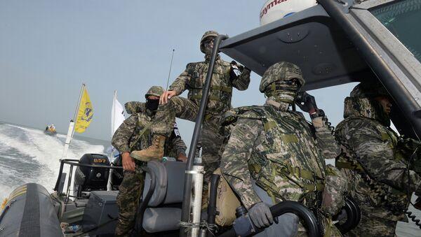 El Ejército de Corea del Sur, la Guardia Costera y las fuerzas armadas de EEUU realizan una operación para detectar buques chinos en el mar Amarillo - Sputnik Mundo