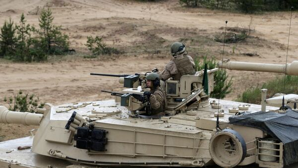 U.S. army soldiers with their M1 Abrams take part in the Saber Strike NATO military exercise in Adazi - Sputnik Mundo