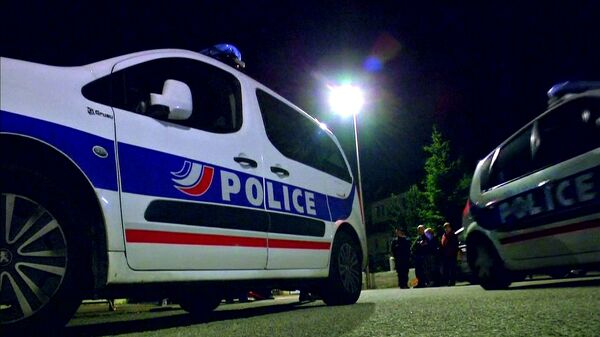 Police vehicles at the scene where a French police commander was stabbed to death in front of his home in the Paris suburb of Magnanville - Sputnik Mundo