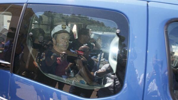 Hinchas rusos en el carro de la policía francesa - Sputnik Mundo