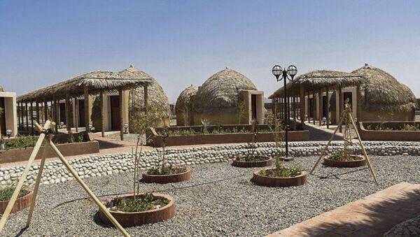 'Kapar': primer hotel iraní hecho de palmas - Sputnik Mundo