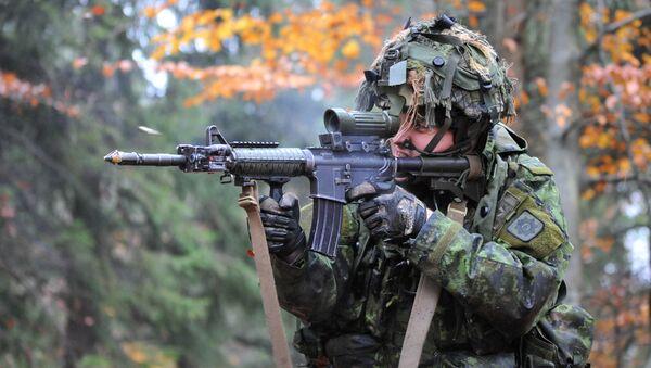 Un soldado canadiense - Sputnik Mundo