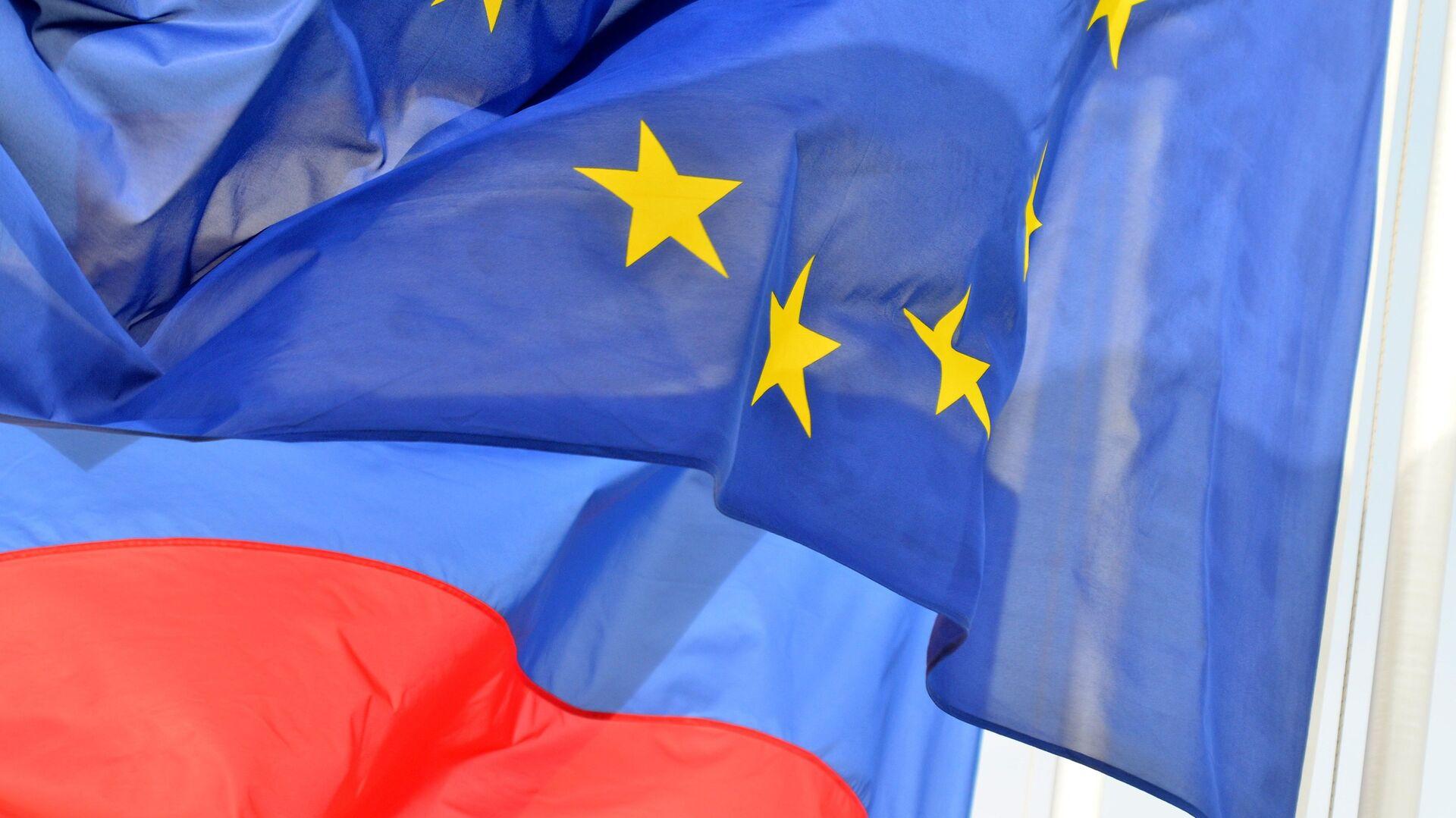 Banderas de Rusia y la UE - Sputnik Mundo, 1920, 13.10.2021