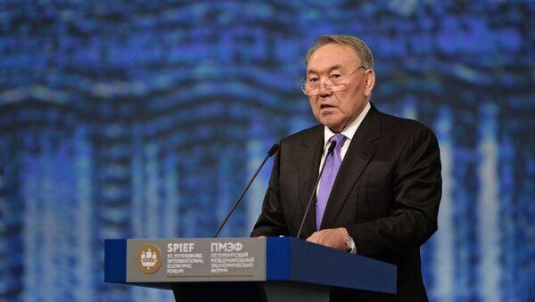 Nursultán Nazarbáyev, presidente de Kazajistán en el Foro Económico Internacional de San Petersburgo (SPIEF) - Sputnik Mundo