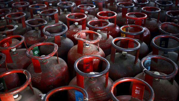 Empty Liquefied Petroleum Gas cylinders are seen at a gas distribution centre at Dujana village - Sputnik Mundo