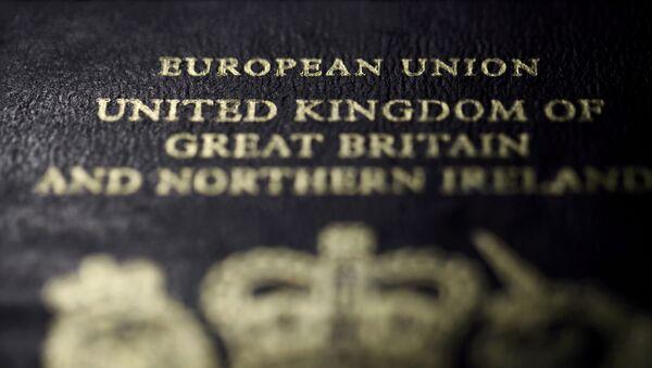 Pasaporte de un ciudadano británico - Sputnik Mundo