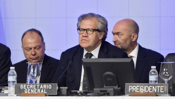 Luis Almagro, secretario general de la OEA (centro) - Sputnik Mundo