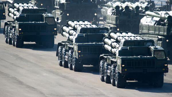 Sistemas de lanzamisiles incendiarios BM-30 Smerch (archivo) - Sputnik Mundo