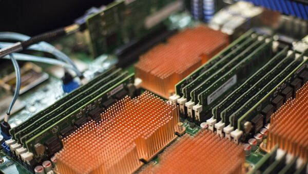 Parte de la placa del sistema del servidor de producción rusa  sobre la base de la plataforma Elbrús - Sputnik Mundo