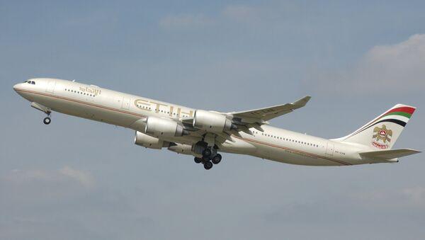 Etihad Airways Airbus A340-500 taking off from Heathrow Airport - Sputnik Mundo