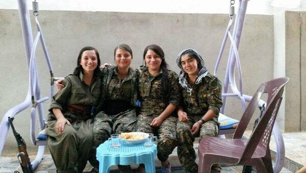 Miembros de la brigada de mujeres yazidíes que luchan contra Daesh en Irak - Sputnik Mundo