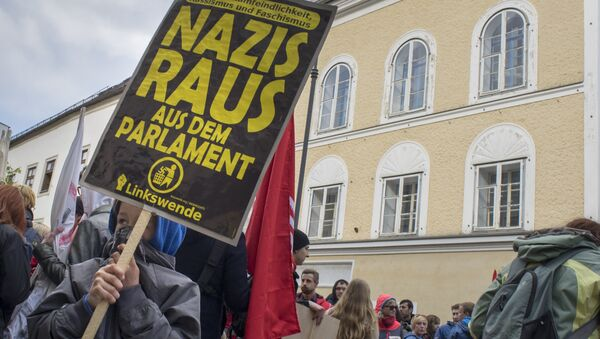 Protestas contra el fascismo al lado de  la casa natal de Hitler (archivo) - Sputnik Mundo